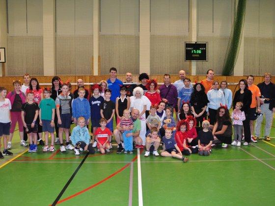 Předvánoční turnaj v Hradci a čertovský badminton v LA